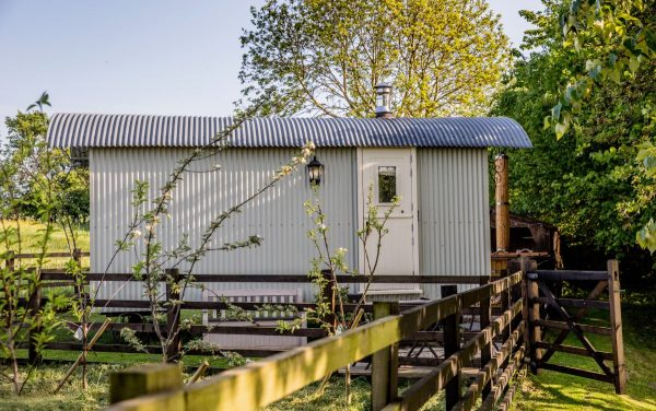 holmebeck shepherd hut richmond